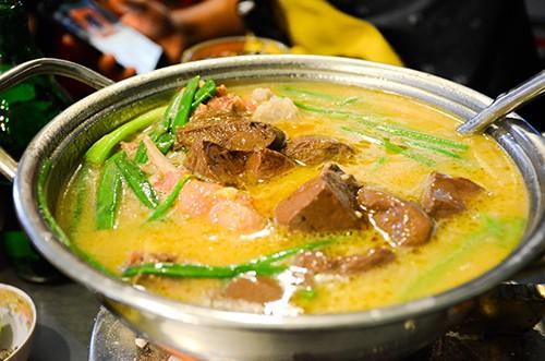 Đặc sắc vịt nấu chao và chuột đồng chiên nước mắm - Ảnh 1.