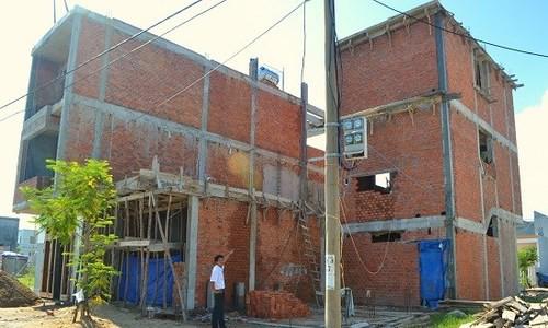 Chúng tôi bị hàng xóm ép giá vì lỡ lấn đất khi xây nhà - Ảnh 1.