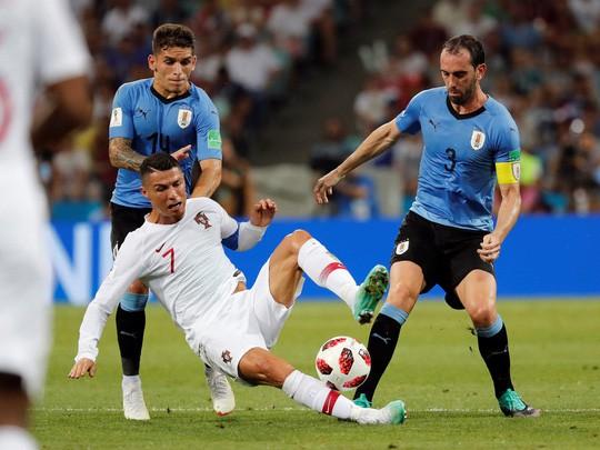 Cavani tiễn Ronaldo về nước - Ảnh 3.