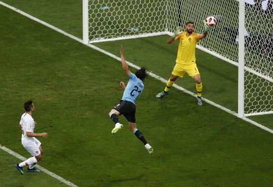Cavani tiễn Ronaldo về nước - Ảnh 4.