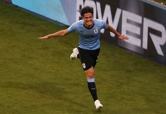 Cavani tiễn Ronaldo về nước - Ảnh 5.