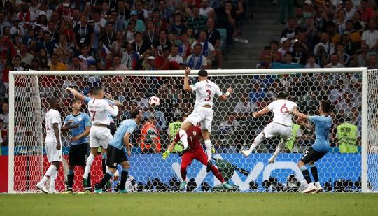 Cavani tiễn Ronaldo về nước - Ảnh 6.