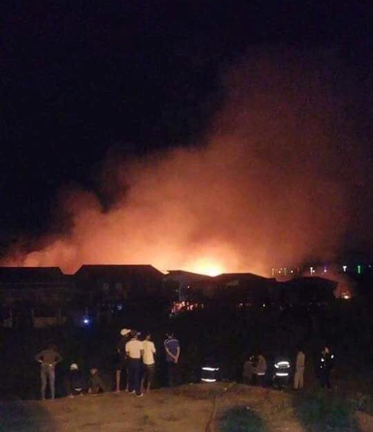 Cháy lớn thiêu rụi nhà cửa hơn 60 gia đình Campuchia gốc Việt - Ảnh 2.