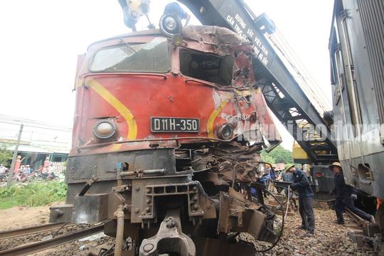 Hai tàu  tông nhau tại ga Núi Thành, thiệt hại hơn 3 tỉ đồng - Ảnh 1.