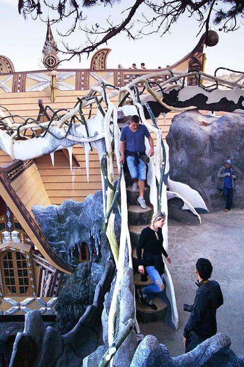 Ngôi nhà ma quái ở Đà Lạt hút khách gần 30 năm - Ảnh 5.