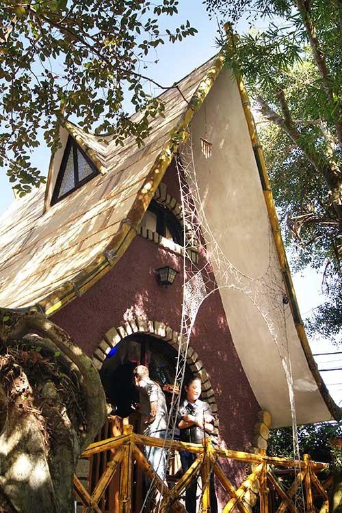 Ngôi nhà ma quái ở Đà Lạt hút khách gần 30 năm - Ảnh 6.