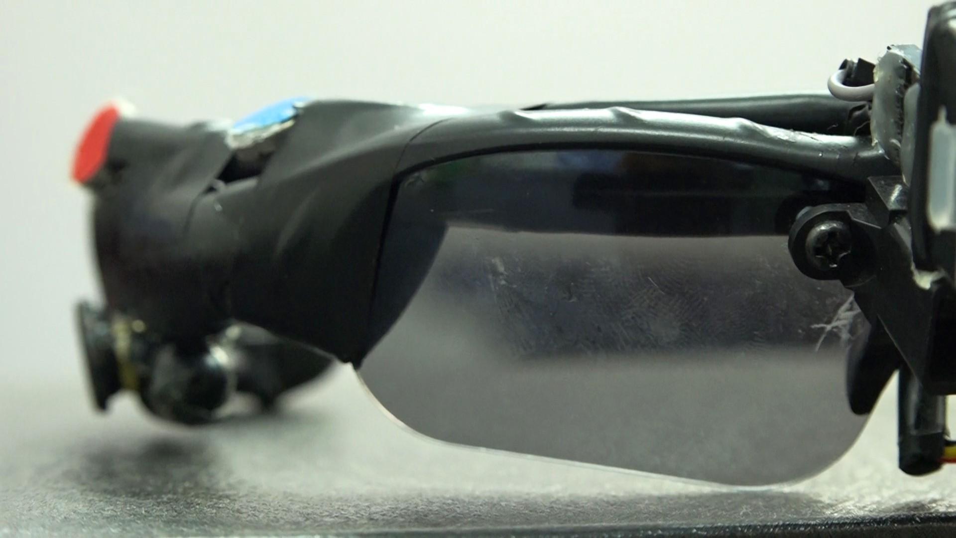 (eMagazine) - Lạ lẫm với mắt kính thông minh cho người khiếm thị của 2 nữ sinh - Ảnh 9.