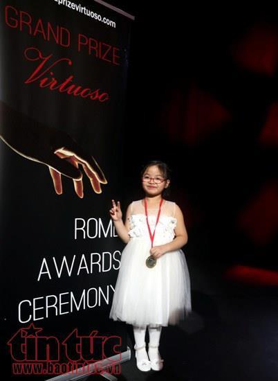 Bé gái Việt 7 tuổi giành giải nhất cuộc thi piano quốc tế ở New York - Ảnh 3.