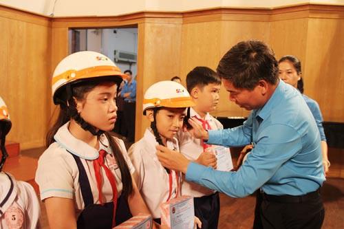 Học bổng Nguyễn Đức Cảnh: Chắp cánh tương lai cho trẻ em nghèo - Ảnh 1.