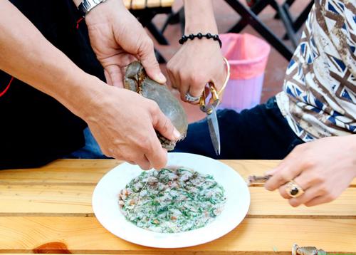 Tiết canh cua - đặc sản chỉ có ở Phú Quốc - Ảnh 3.