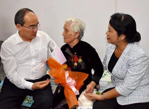 Lãnh đạo TP HCM thăm gia đình chính sách - Ảnh 1.