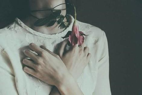 Gửi những phụ nữ mạnh mẽ nhưng lòng đầy sóng gió - Ảnh 1.