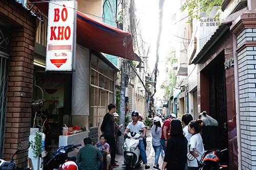Quán bò kho của chủ gốc Ấn trong hẻm Sài Gòn - Ảnh 3.