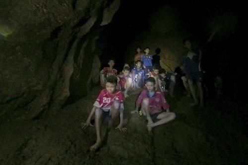 Thái Lan: Quyết đưa đội bóng thoát ngục nước - Ảnh 2.