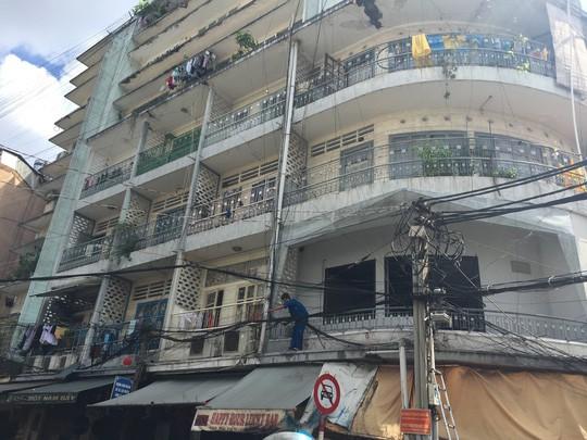 TP HCM: Di dời khẩn cấp 15 chung cư cũ - Ảnh 1.
