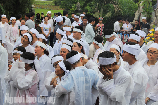 Xe rước dâu gặp nạn: Từ đường Nguyễn Khắc phủ trắng khăn tang - Ảnh 4.