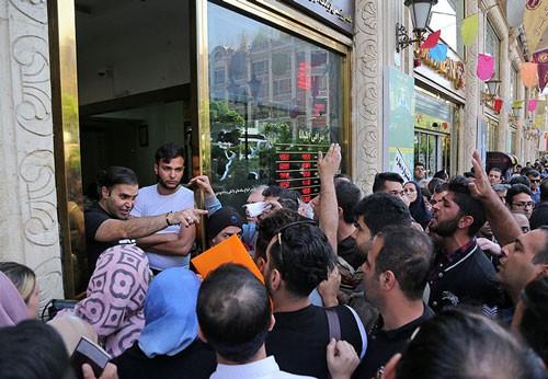 Ông Trump dịu giọng, Iran cứng rắn - Ảnh 1.