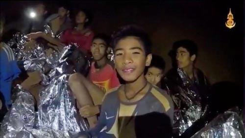 Đội bóng nhí Thái Lan: Sống sót thần kỳ nơi địa ngục - Ảnh 1.