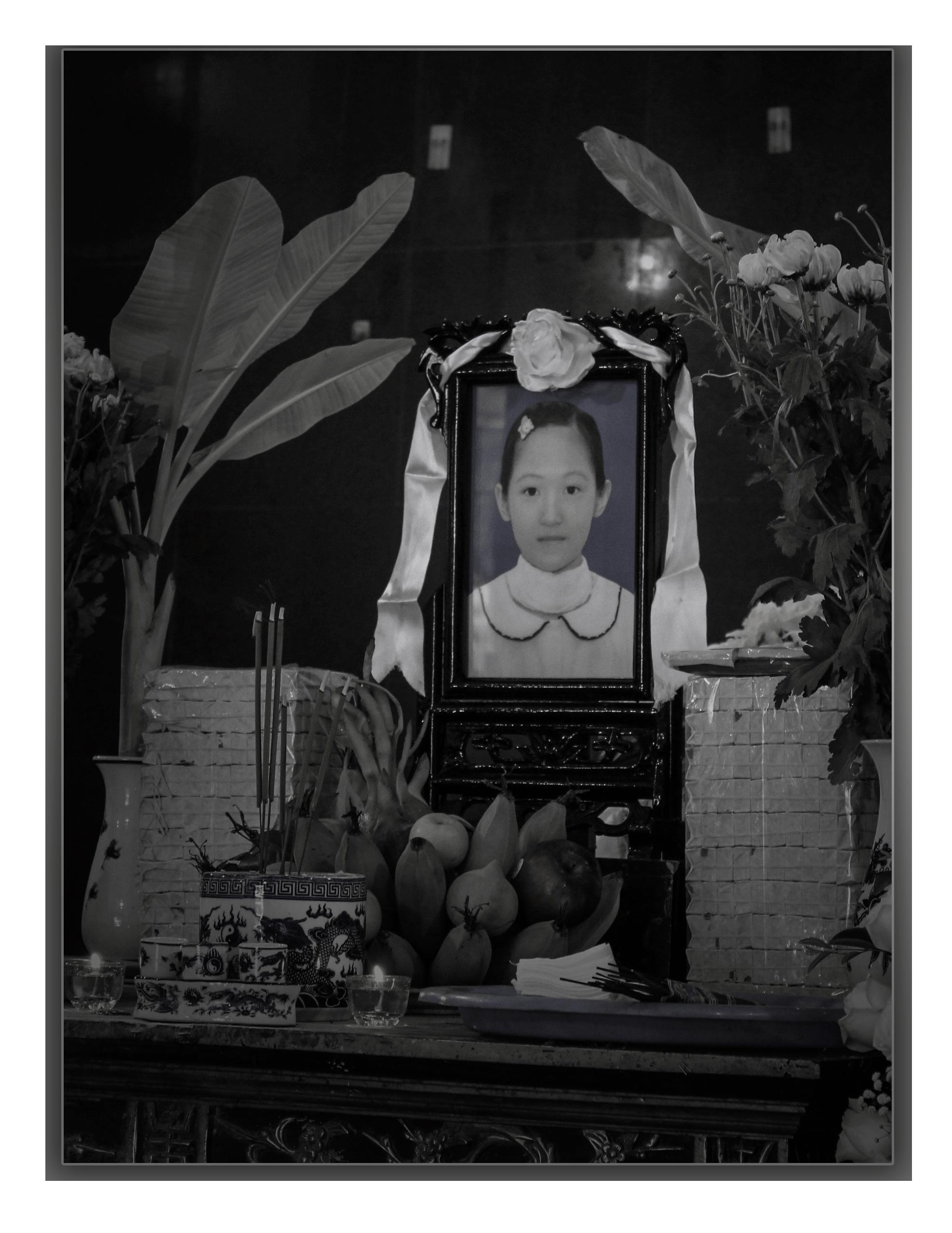 (eMagazine)- Bác sĩ nhói lòng về cái chết của bé gái hiến giác mạc - Ảnh 2.