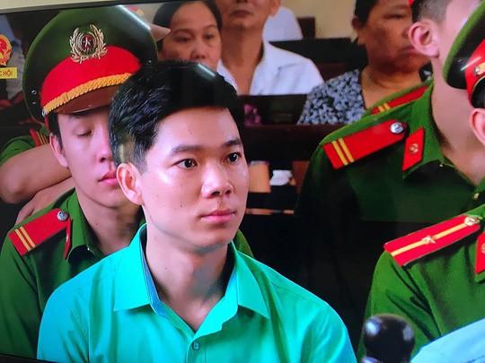 Vụ chạy thận 9 người chết: Không thay đổi tội danh với BS Hoàng Công Lương - Ảnh 1.