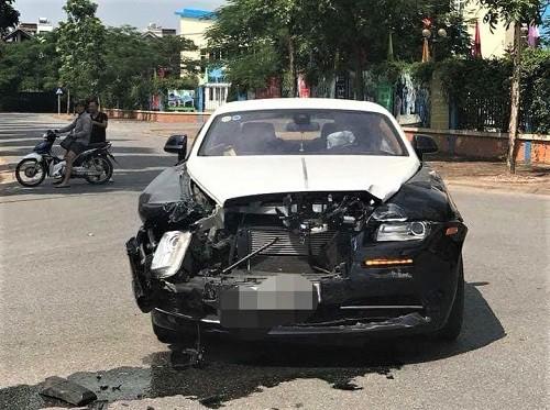 Ai là người điều khiển siêu xe Rolls-Royce trong vụ tai nạn với xe Honda CRV? - Ảnh 1.