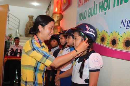 Học bổng Nguyễn Đức Cảnh: Động viên con CNVC-LĐ khó khăn đến lớp - Ảnh 1.