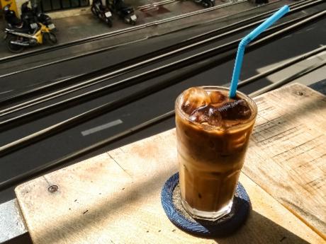 Cà phê sữa đá - nét ẩm thực riêng của người Việt - Ảnh 2.