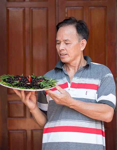 Dế xào sả ớt - món ăn níu chân du khách ở Lâm Đồng - Ảnh 7.