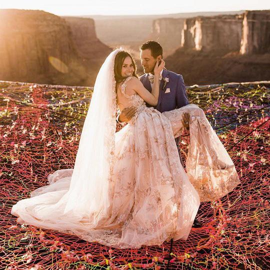 Đám cưới trên lưới giăng qua 2 vách núi cao hơn 100m! - Ảnh 2.
