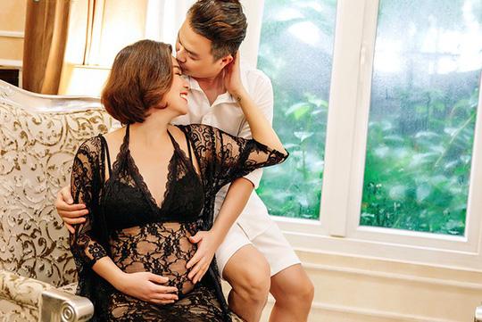 Lê Khánh chụp ảnh bầu làm kỷ niệm cùng ông xã - Ảnh 2.