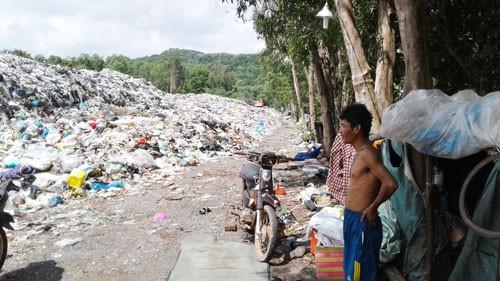 Khắp nơi bức bối rác thải: Người dân phải chung tay - Ảnh 1.