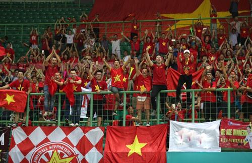 Sốt tour sang Indonesia tiếp lửa cho Olympic Việt Nam - Ảnh 1.
