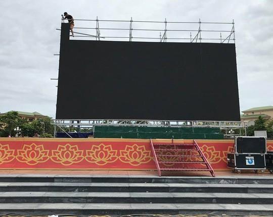 Bố thủ môn Bùi Tiến Dũng mổ trâu thết đãi dân làng cổ vũ Olympic Việt Nam - Ảnh 14.