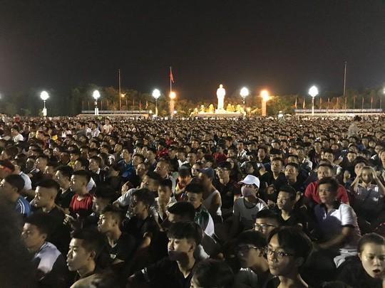 Bố thủ môn Bùi Tiến Dũng mổ trâu thết đãi dân làng cổ vũ Olympic Việt Nam - Ảnh 15.