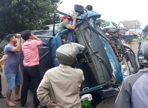 Tai nạn liên hoàn trên đường Hồ Chí Minh, nhiều người bị thương - Ảnh 1.