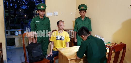 Lực lượng biên phòng bắt giữ đối tượng truy nã người Trung Quốc suýt rời Việt Nam - Ảnh 1.