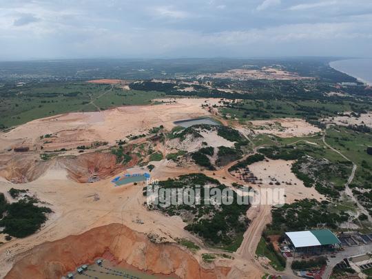 Flycam: Mỏ khai thác titan băm nát bãi biển Bình Thuận - Ảnh 10.