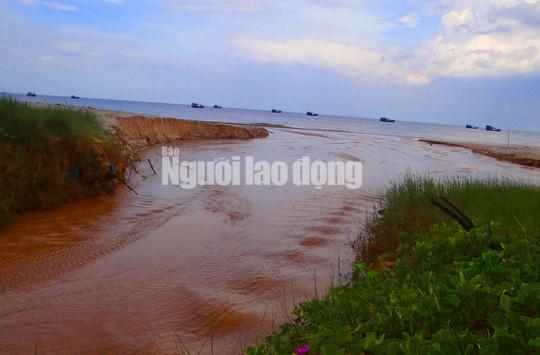 Flycam: Mỏ khai thác titan băm nát bãi biển Bình Thuận - Ảnh 12.