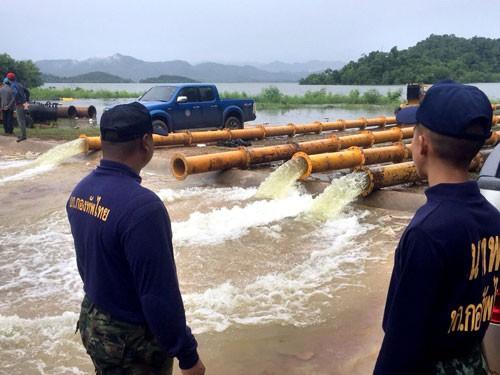 Nguy cơ nước tràn đập ở Thái Lan - Ảnh 1.