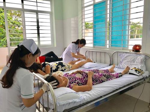 TP HCM kéo bệnh nhân về trạm y tế - Ảnh 1.
