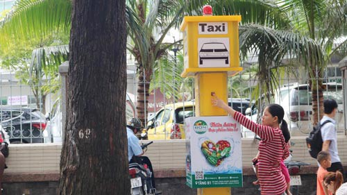 Vào trung tâm TP HCM, chỉ cần bấm nút là taxi đến - Ảnh 1.