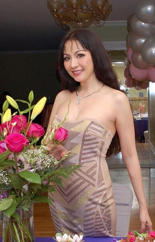 Hội tụ biểu tượng nhan sắc hoa hậu 30 năm qua - Ảnh 3.