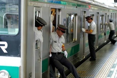 Du lịch bằng tàu cao tốc cả năm chỉ trễ vài giây ở Nhật - Ảnh 2.
