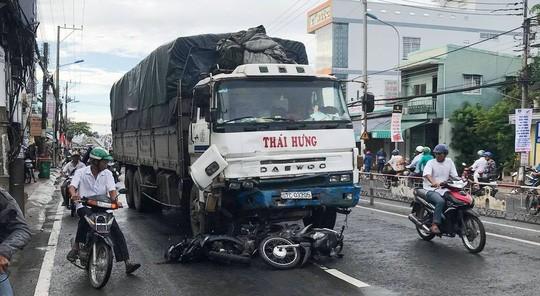 Xe tải càn Quốc lộ 91, 10 người đi xe máy bị thương - Ảnh 3.
