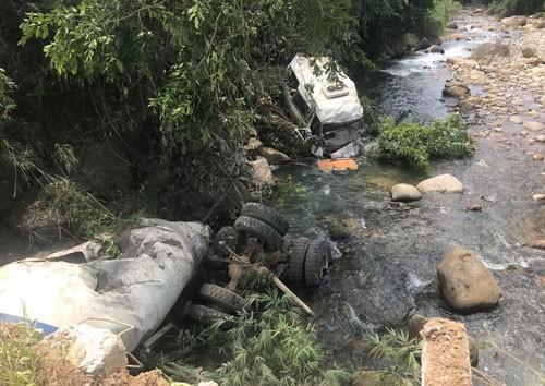 Ám ảnh vụ xe bồn tông xe khách, 13 người chết - Ảnh 1.