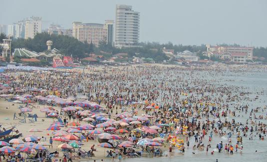 30 trẻ bị lạc khi đi biển Vũng Tàu - Ảnh 1.