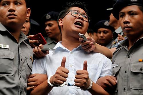 Hai phóng viên Reuters bị Myanmar kết án 7 năm tù - Ảnh 1.