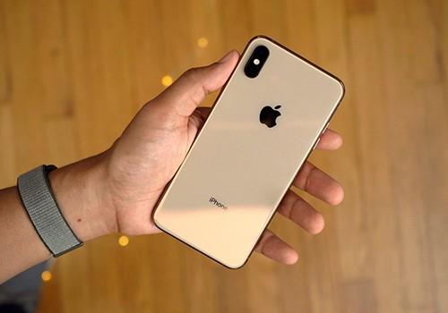 iPhone Xs tiếp tục gặp lỗi không thể sạc khi tắt màn hình - Ảnh 1.