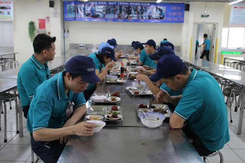Giúp công nhân có bữa ăn giữa ca ngon, đủ chất - Ảnh 1.