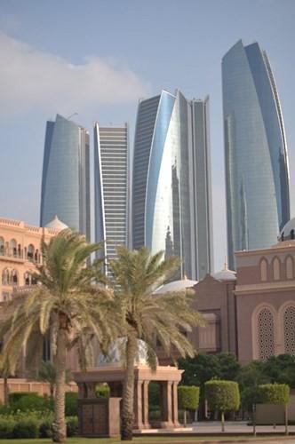 Chiêm ngưỡng khách sạn dát vàng 7 sao siêu xa xỉ ở UAE - Ảnh 2.
